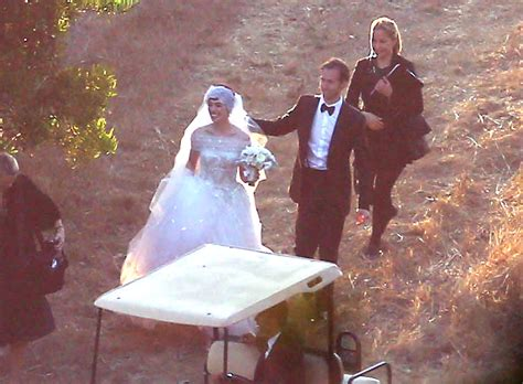 More Pics Of Anne Hathaway Wedding Dress (4 Of 52