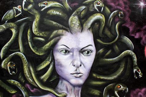 medusa mitologia griega arte urbano wall mural pixers