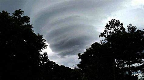 heboh foto awan menyerupai pusaran angin  langit ungaran