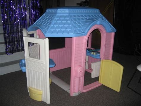 Little Tikes Vintage Victorian Cottage Playhouse Child