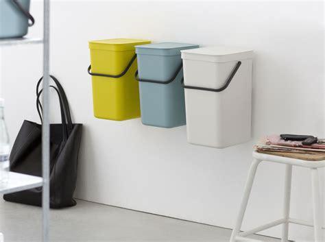 poubelle pour cuisine int馮r馥 les poubelles ne se cachent plus d 233 coration