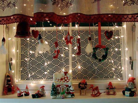 11 awesome christmas window decoration ideas