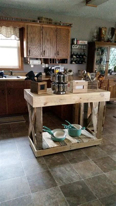 fabriquer un ilot de cuisine en bois îlot central en palette 32 idées diy pour customiser sa