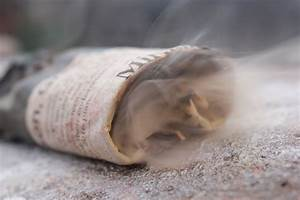 4 Ways To Make A Smoke Bomb