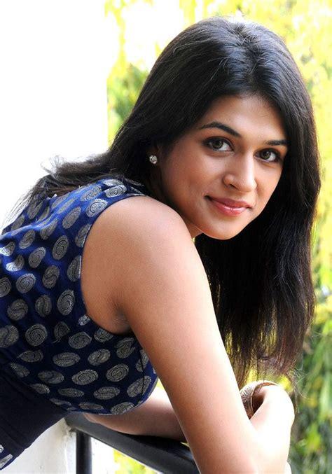 famous celebrity picture  photo gallery shraddha das