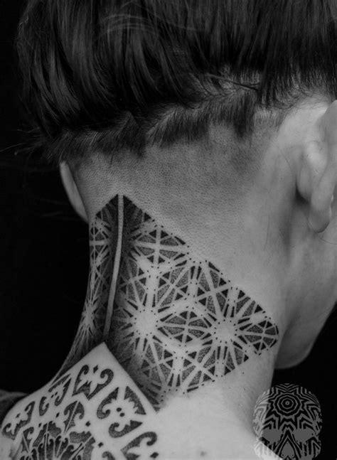 tatouage nuque femme idees pour les femmes delicates