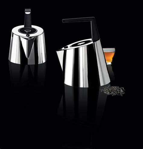Coffee machines and tea kettles with an innovative design, to enjoy a break with an all italian flavour. Kettle, Italian coffee makers & kettle - Via roma - CASA Bugatti