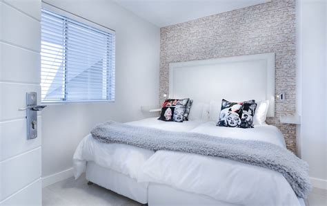 8 simple small bedroom ideas to make your room look great
