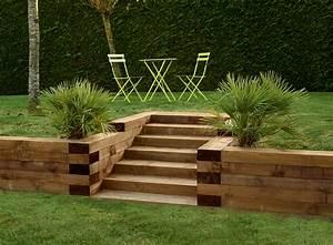 traverses paysageres en bois utilisez les traverses With amenager jardin en pente 7 creer une jolie terrasse avec des paves en pierre