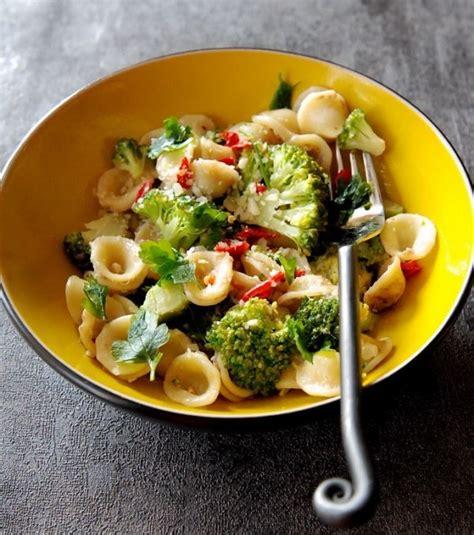 cuisine brocolis cuisine orecchiette au brocolis anchois et piment oiseau