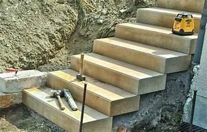 Beton Im Garten : blockstufen aus beton landschaftsgaertner ~ Markanthonyermac.com Haus und Dekorationen
