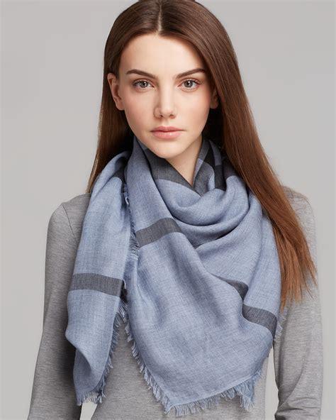 comment nouer mettre et porter un foulard autour du cou