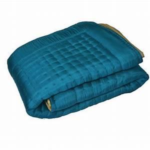 Couvre Lit Bleu Canard : 17 best images about linge de lit silk quilted bed covers on pinterest taupe turquoise and ~ Teatrodelosmanantiales.com Idées de Décoration