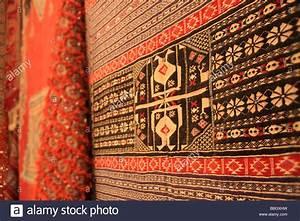 Berber Teppich Marokko : traditional berber carpet morocco stockfotos traditional berber carpet morocco bilder alamy ~ Markanthonyermac.com Haus und Dekorationen