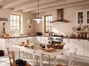 decoration de charme esprit campagne en provence With idee deco cuisine avec table de salle a manger ancienne