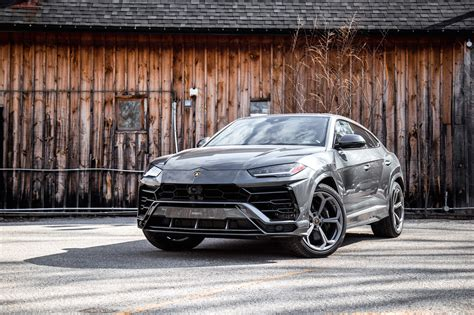 review  lamborghini urus car