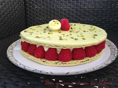 dessert avec des macarons macaron g 233 ant pistache framboises les gourmandises de n 233 mo