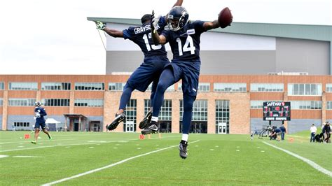 seahawks sign  tryout players  rookie minicamp