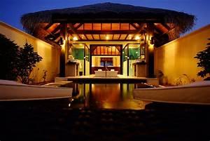 Iruveli, A, Serene, Beach, House, In, Maldives