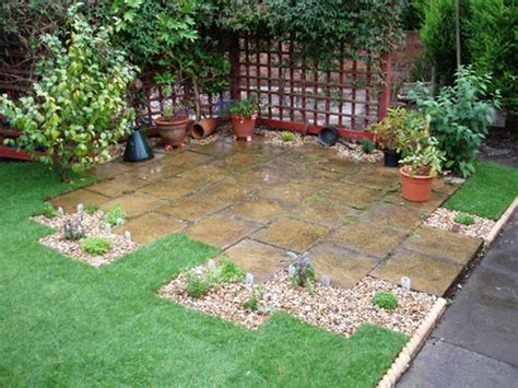 outdoor simple patio design ideas with green grass