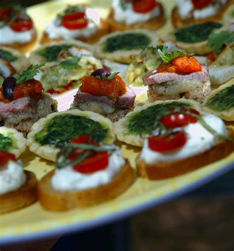 pronunciation of canapes caprese definition