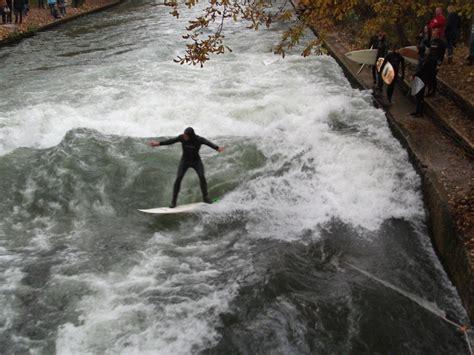 Englischer Garten München Surfer by Surfen Im Englischen Garten In M 252 Nchen Foto Bild