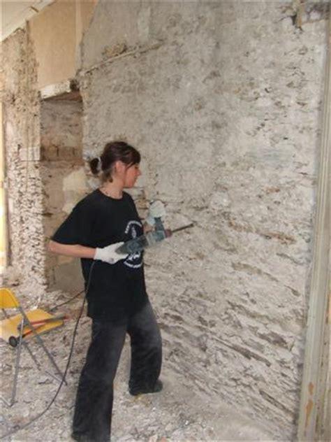 renover un mur en platre tres abimé un week end fils et pierres