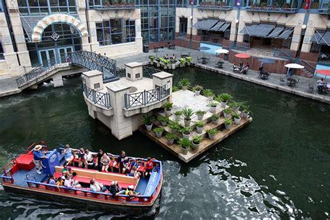 San Antonio Riverwalk Boat Ride by Things To Do On The San Antonio River Walk San Antonio