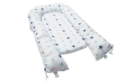 nestchen im babybett  sie beachten sollten schlafwissen