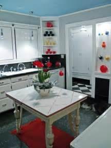 Küche Retro Stil : 39 wohneinrichtung ideen im retro stil rock and roll hippie schwarz wei ~ Watch28wear.com Haus und Dekorationen