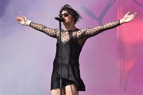yungblud receives death threats  wearing dress  russia