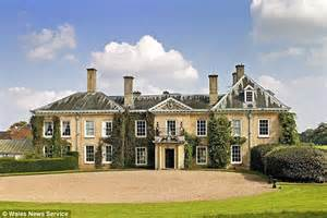 country mansion pictures liz hurley and shane warne to spend fortune restoring 163