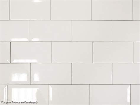 credence cuisine carrelage metro photo d 39 ambiance du carrelage 10 x 20 metro blanc idéal pour votre credence de cuisine à un prix