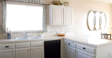 easy way to paint kitchen cabinets how to perfectly paint kitchen cabinets the easy way 9641