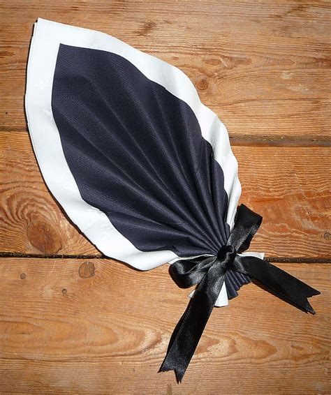 pliage de serviette de table en forme de feuille de palmier plier une serviette en papier