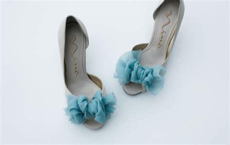 diy pretty shoes green wedding shoes wedding blog