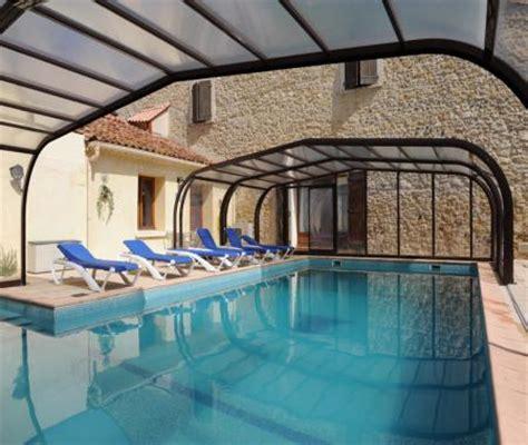 location chambre de particulier à particulier gite 15 personnes avec piscine couverte et à pouzolles
