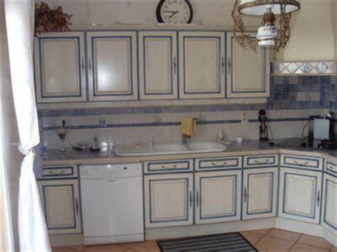 repeindre une vieille cuisine meuble repeint en blanc 1 renovation de cuisine votre