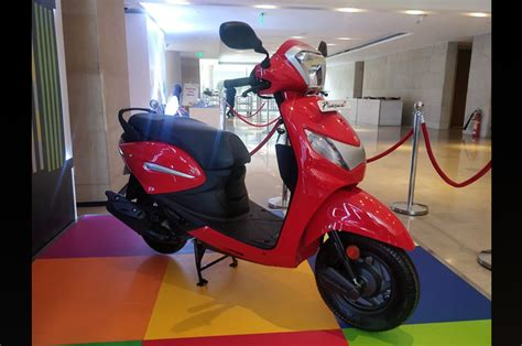 hero pleasure    wheeler launched priced  rs