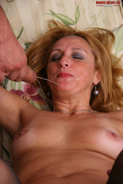 [mature nl] horny mature slut in sucking fucking and pissing action