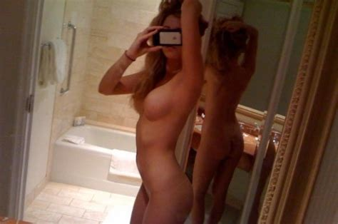 American Actress Blake Lively Naked Photos Leaked