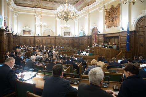 Administratīvus sodus saņēmuši seši deputāti - Puaro.lv