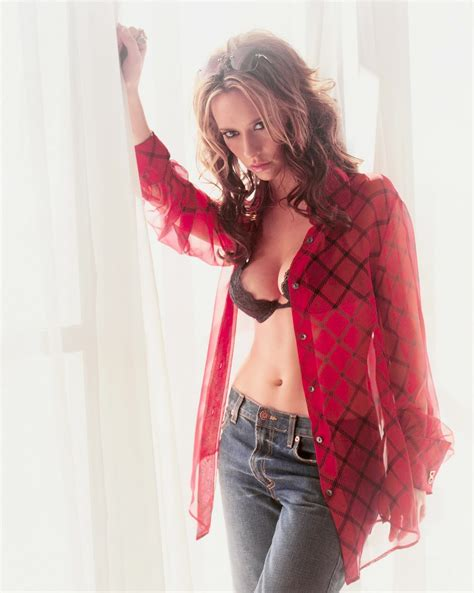 foto de Maryeve Dufault: Jennifer Love Hewitt inCasual Shirt