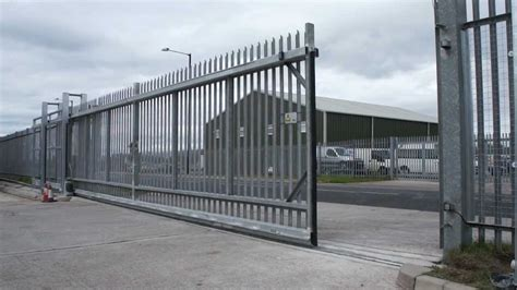 swing with chain industrial sliding gate