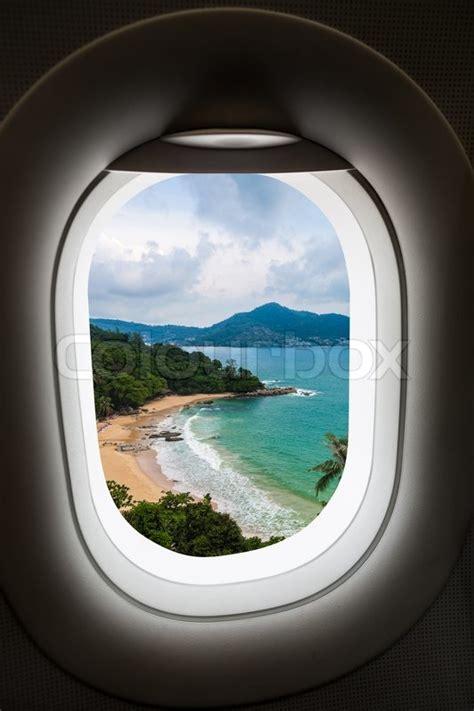 Flugzeug Fenster Mit Blick Auf Insel Stockfoto Colourbox
