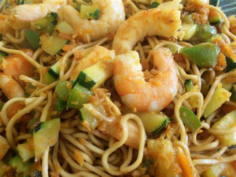 cuisiner des nouilles chinoises pates chinoise aux crevettes 28 images salade de p 226