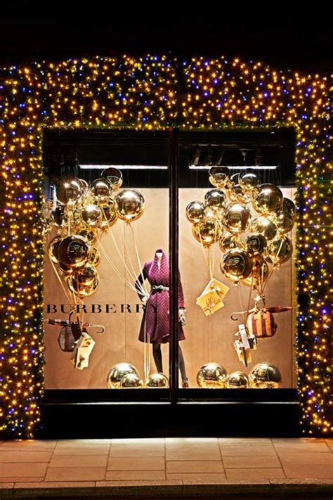 lighted window displays burberry 2012 i the twinkle lights bordering the window so fantastic tree
