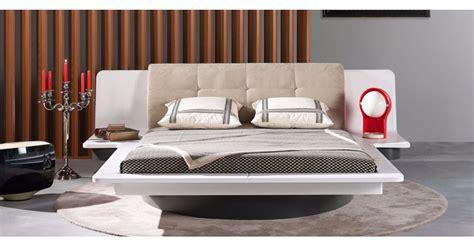 exemple de chambre a coucher tête de lit avec chevet gagner de la place avec un