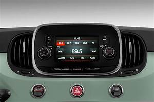 2017 Fiat 500 Radio Interior Photo
