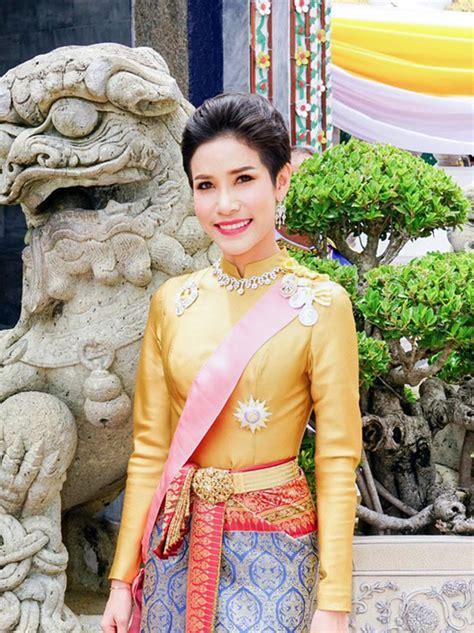 """Sineenat wongvajirapakdi, 34, was accused of breaching code of conduct for courtiers. Hoàng quý phi Thái Lan bị phế truất vì mắc bẫy """"chết người ..."""